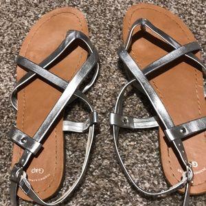 Gap size 8 sandals
